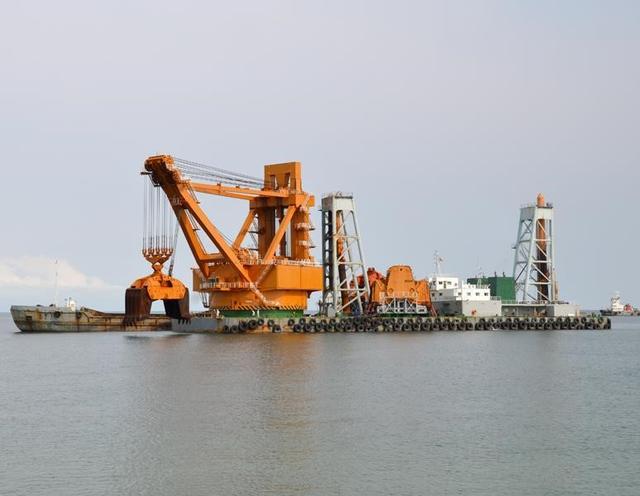 中交广航局的东祥号抓斗式挖泥船,是世界上最大的抓斗式挖泥船